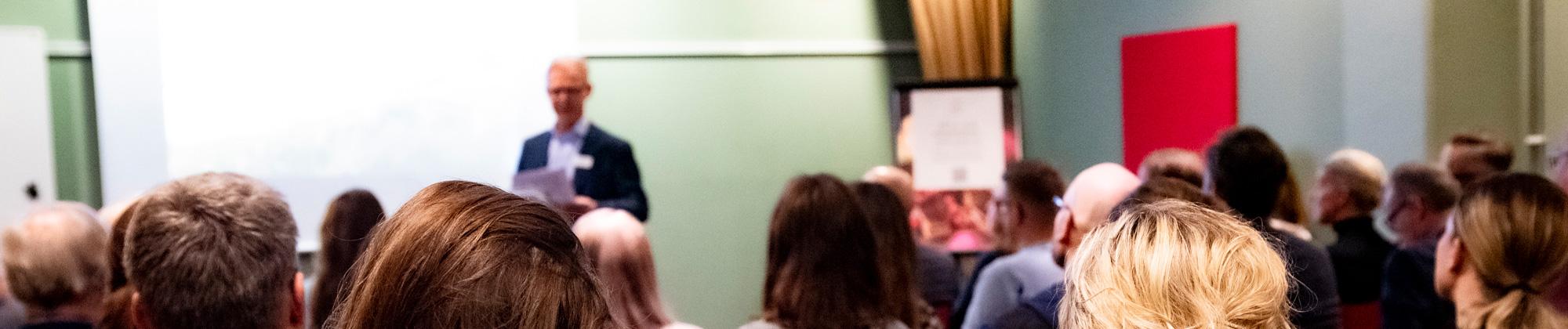 Lars introducerar talare för event januari 2020