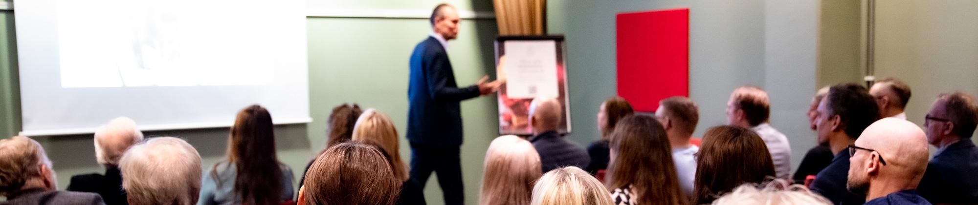 Talare Peter Åberg i januari 2020